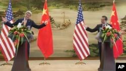 正在中國訪問的美國國務卿克里同中國外長王毅共同舉行了新聞發布會
