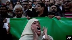 17일 이집트 카이로에서 무르시 정부에 반대하는 시위대.