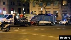 Carrinha removida pela polícia em Ramblas