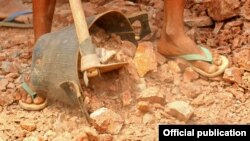 Myanmar gold mining (I.M.W.) Tags: myanmar burma gold mine shan state plateau rock