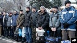 Украинские граждане готовятся к обмену пленными на востоке страны (архивное фото)