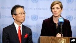 유엔 안보리가 새 대북제재 결의안을 만장일치로 통과시킨 지난 3월 2일 미국 뉴욕 유엔 본부에서 사만사 파워 유엔주재 미국대사(오른쪽)와 요시카와 모토히데 유엔주재 일본대사가 기자회견을 하고 있다. (자료사진)