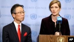 美国驻联合国代表萨曼莎·鲍尔(右)和日本驻联合国代表吉川元伟在联合国安理会通过制裁朝鲜新决议后对记者发表讲话。(2016年3月2日)