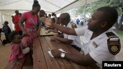 Abagcina umgcele badinda amaphepha eziphepheli zeZimbabwe ezihlala eSouth Africa.
