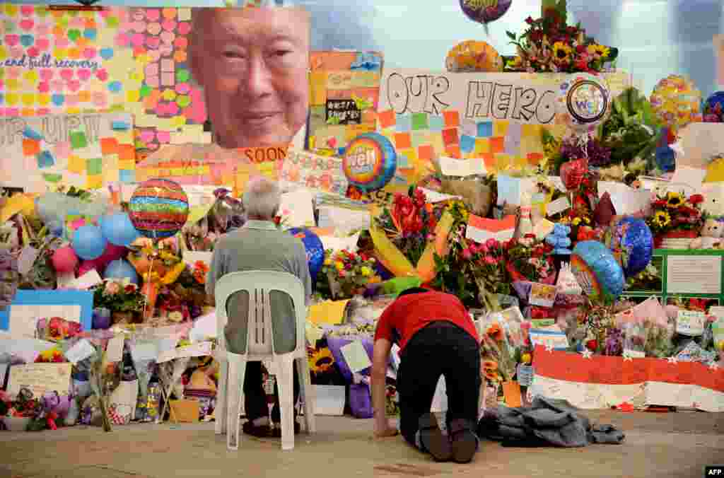 People pay their respects at the tribute area of Singapore General Hospital following the death of former prime minister Lee Kuan Yew. Lee - one of the towering figures of post-colonial Asian politics - died at the age of 91 at the hospital, the government said.