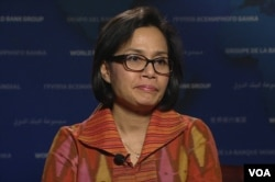 World Bank Managing Director Sri Mulyani Indrawati speaks during in a VOA interview, April 13, 2016.