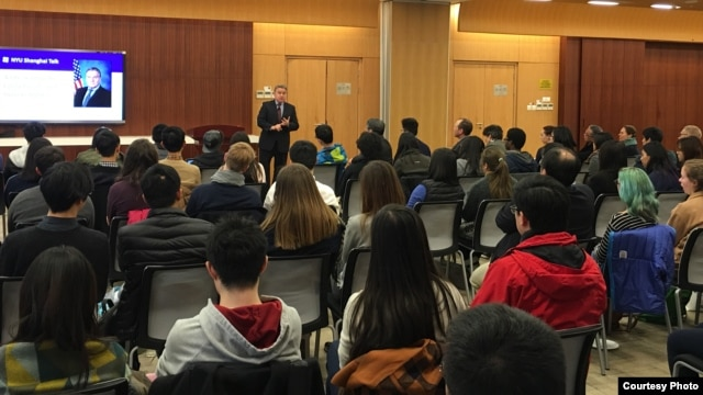 Republican Congressman Chris Smith gives a human rights speech to students at New York University's Shanghai campus, in Shanghai, China, February 2016. (Courtesy of U.S. Congressman Chris Smith's office)
