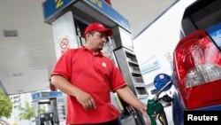Venezuela, un país productor de petróleo que hoy importa gasolina.