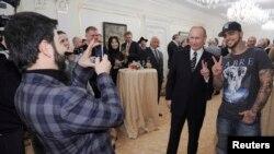 تیماتی خواننده هیپ هاپ هنگام ملاقات با ولادیمیر پوتین