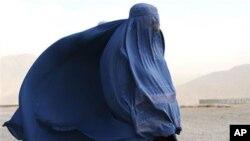 Une femme en burqa en Afghanistan