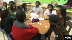 Gadis remaja di SMA Eleanor Roosevelt berkumpul secara berkala untuk berdiskusi tentang masalah-masalah yang mereka hadapi sehari-hari, dan belajar untuk meningkatkan rasa percaya diri mereka.