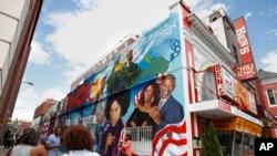 Lukisan mural menghiasi restoran Ben's Chili Bowl di Washington, D.C. (foto: ilustrasi).