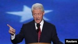 Mantan Presiden Bill Clinton menjelaskan situasi ekonomi AS yang kompleks dengan bahasa sederhana. (Foto: AP)