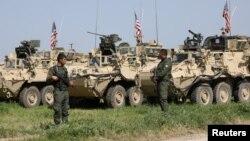 Kombatan Kurdi dari Unit Perlindungan Rakyat