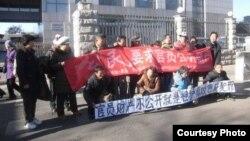 中国网民展示敏感横幅,测试当局反腐诚意 (博讯网)