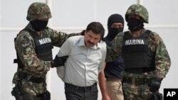 """Según analistas """"El Chapo"""" no sólo está relacionado con el narcotráfico simboliza también la realidad política en México, en el que la corrupción, la impunidad y la falta de acción están presentes a todo nivel."""