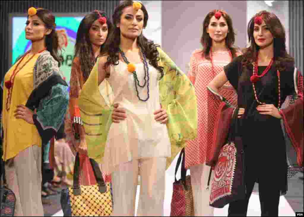 قومی اوربین الاقوامی شہرت یافتہ ڈیزانئرز کے ملبوسات کی نمائش