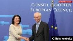 Predsednica Kosova Atifete Jahjaga i predsednik Evropskog saveta Herman van Rompuj na sastanku u Briselu.