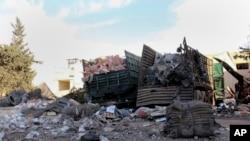 2016年9月20日叙利亚反政府团体图片显示装有援助物资的卡车被毁。