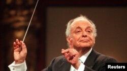 Nhạc trưởng Lorin Maazel chỉ huy dàn nhạc Vienna Philharmonic Orchestra trong buổi diễn tập cho buổi hòa nhạc hàng năm vào ngày đầu năm mới, 30/12/1998