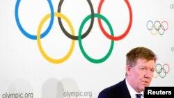 리처드 버젯 IOC 의무과학국장이 5일 스위스 로잔에서 기자회견을 하고 있다.