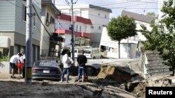 جاپان کے شمالی جزیرے ہوکائیدو میں گزشتہ سال ستمبر میں زلزلے سے شہری املاک کو نقصان پہنچا۔ 6 ستبمر 2018