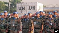 지난 21일 남수단 수도 주바에 파병된 유엔 평화유지군 소속 군인들이 교전 중 사망한 군인들의 장례식에 참석했다.