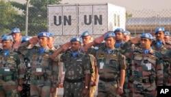 Pasukan penjaga perdamaian PBB di Sudan Selatan (UNMISS) hari Sabti (21/12) di Juba melakukan upacara penghormatan bagi anggota UNMISS yang meninggal dalam tugas.