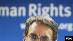 Direktur Eksekutif Human Rights Watch Kenneth Roth mendesak Wapres AS Joe Biden menjadikan HAM di Tiongkok sebagai agenda utama pembicaraan dengan Wapres Tiongkok.