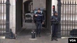 Polisi Perancis melakukan penangkapan di kota Montpelier dan Beziers, Selasa 20/1 (foto: dok).