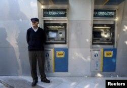 Đất nước Hy Lạp thức dậy sáng 29/6 với các ngân hàng bị đóng cửa và các máy rút tiền tự động trống rỗng