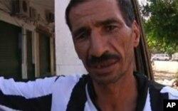 یکتن از شهروندان طرابلس که خواهان بازگشایی بازار ها در شهر اند.