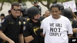 Người biểu tình chống luật di trú bị cảnh sát ở Phoenix, Arizona bắt giữ