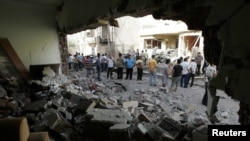 Bombs Kill Shi'ite Pilgrims Across Iraq