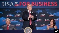 Президент принимает участие в круглом столе по вопросам налогообложения во Флориде. 16 апреля 2018 г.