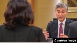 金成与崔善姬2018年6月11日在新加坡会晤(来自美国国务卿蓬佩奥推文)