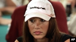 "Actress Shannon Elizabeth from the film ""American Pie"" puts on her poker face during a game of poker."