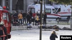 Equipos de rescate se reúnen en la zona de una explosión en el centro de Estambul. [Foto: 12 de enero, 2016]