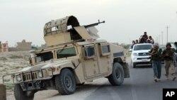 Pasukan keamanan Afghanistan melakukan patroli (foto: ilustrasi). Taliban melakukan serangan terhadap kantor pengadilan di Afghanistan timur, Minggu 5/6.