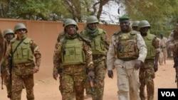 Inhumation à Gao des 30 soldats tués à Tabankor