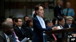 La líder de Myanmar, Aung San Suu Kyi, habla ante la Corte Penal Internacional en La Haya el miércoles, 11 de diciembre de 2019.