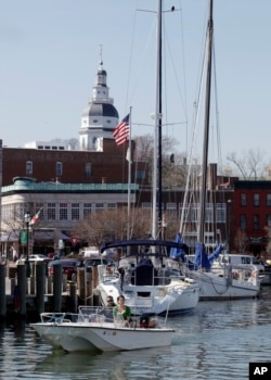 In this photo taken Wednesday, March 17, 2010, the dome of the Maryland State House is shown as a boat leaves the City Dock in Annapolis, Md. (AP Photo/Rob Carr)
