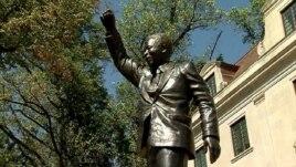 Statujë e Nelson Mandelës në Uashington