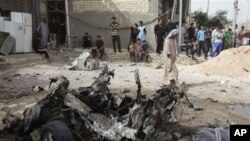 ایک روز قبل ہونے والے بم دھماکے کا ایک منظر