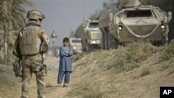 지난 24일 아프가니스탄 바글란주에서 순찰 중인 연합군.