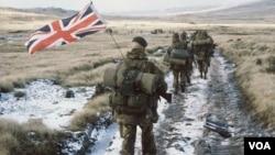 1982-ci ildə Falklanda soxulan Argentina qüvvələrini Böyük Britaniya bir neçə gün ərzində darmadağın etdi.