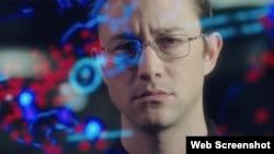 Snowden (c) 2016 Open Road Films