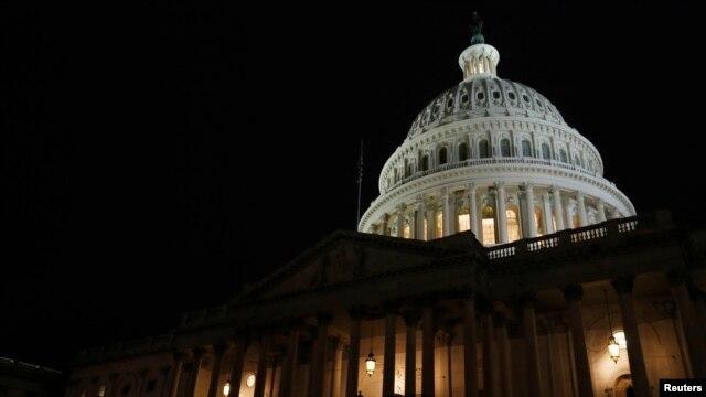 Điện Capitol vào ban đêm