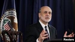 Ketua Federal Resereve, Ben Bernanke (foto: dok). Pejabat bank sentral mengadakan pertemuan 2 hari di Washington untuk membahas langkah mendorong perekonomian.