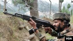 Pasukan Pakistan siaga di perbatasan Kashmir (foto: dok.).
